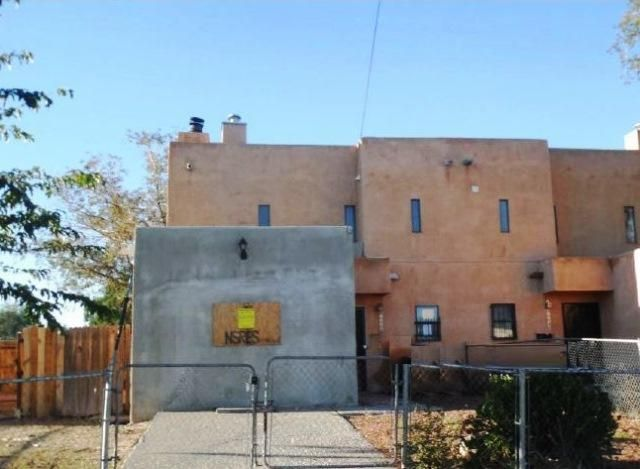 This two story Spanish style town home that is located in Bernalillo county. This home offers 3 bedrooms, 1 half bathroom and 1 full bathroom. Also features a fireplace, partial basement, backyard and conveniently located to Phil Chacon park and multiple restaurants.