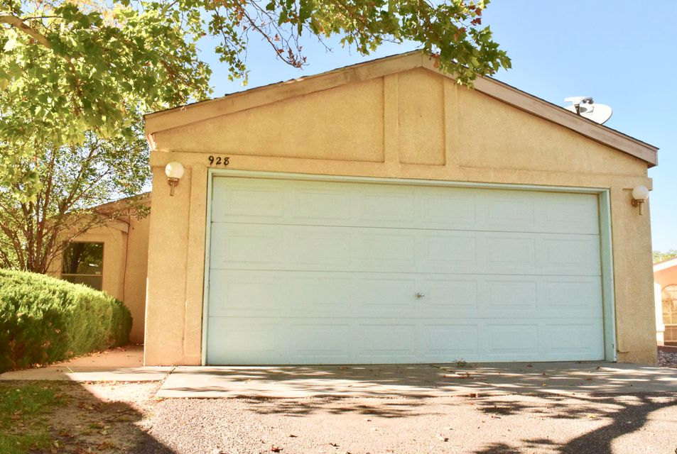 You FOUND IT!  2 Br, 1 Ba, 2 Car garage, on a big lot ... PLUS Refrigerated air AND new carpet installed on 11/10!?!? Sounds like a deal if I've ever heard one.  Perfect for a starter home or investment property.  Rio Rancho is a great community filled with outdoor experiences and wonderful (close) amenities.  Don't miss out on this wonderful home and book an appointment to check it out.