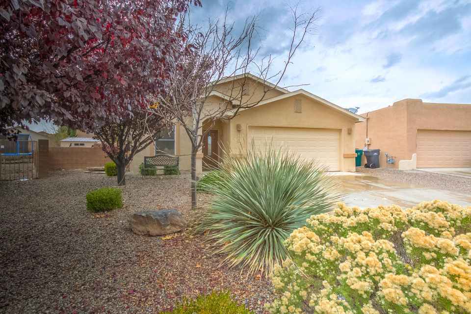 Cul-de-sac Cutie on and oversized lot! Kitchen nook, raised celling, kiva fireplace, large custom storage shed, clean, bright and ready for move in! All appliances stay with acceptable offer!
