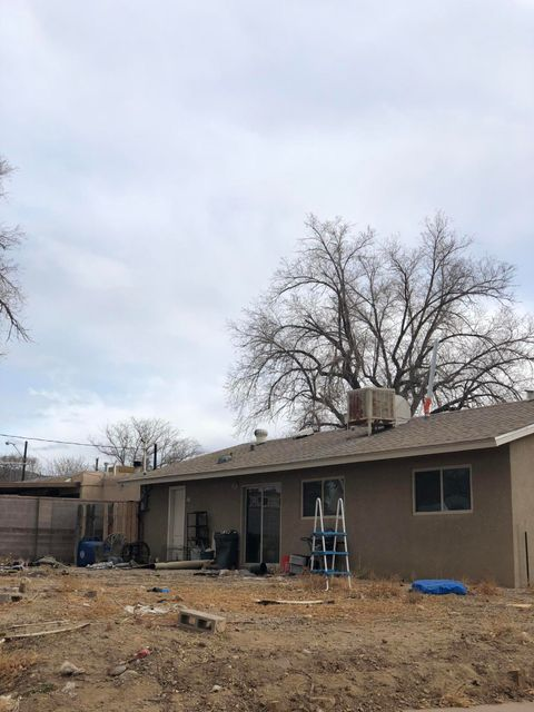 Awesome opportunity. Short Sale - large corner lot, newer stucco, newer windows - Come take a look at this handyman special