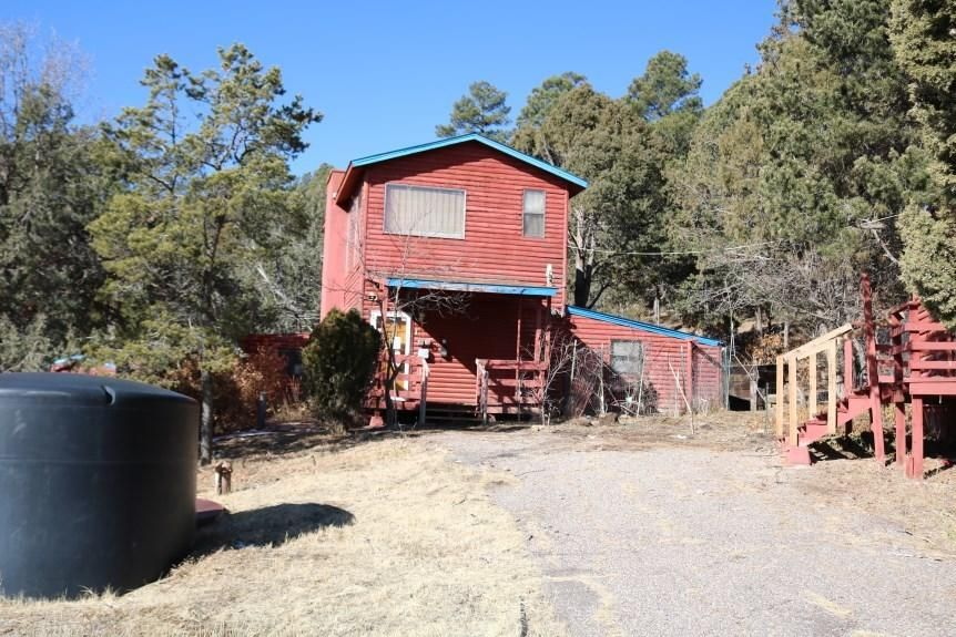 This property is located on over 2 acres.  There is a nice sized living area and the kitchen overlooks the main living area.  There is a nice master retreat.  This property is located on a wooded lot.