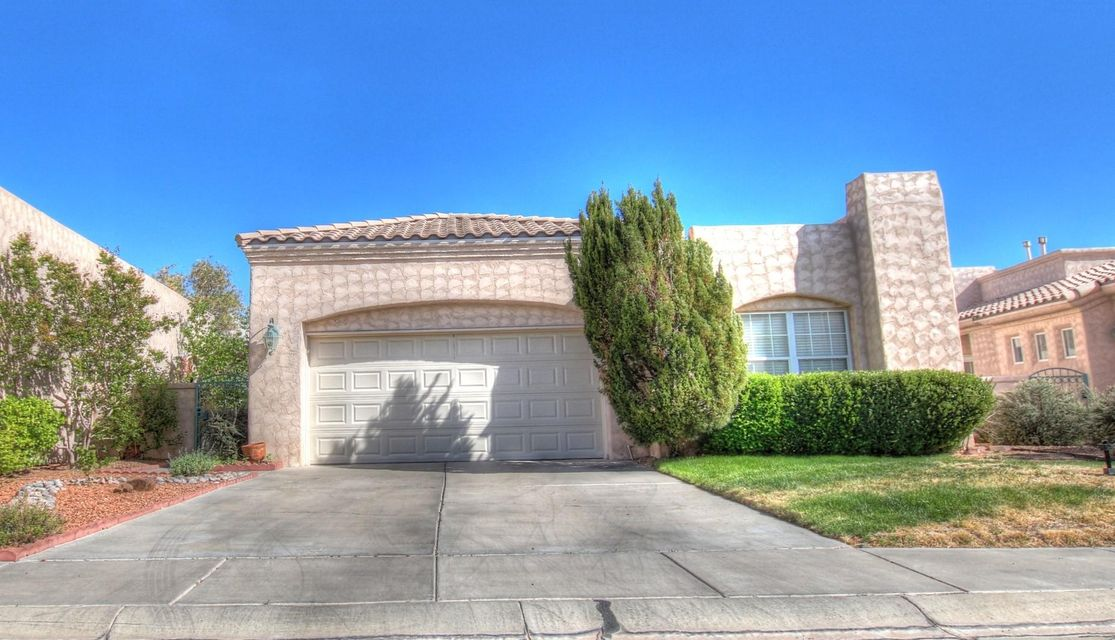 OPEN HOUSE SAT & SUN 12-3pm 5/19-5/20Come see this beautiful 3 bedroom 2 bath in an exquisite very well up kept gated community located in Vista Montecito with fully landscaped front and back yard.. come see it HURRY........