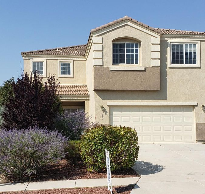 JUST REDUCED!!!! GREAT FAMILY Home In the sought after Sundoro Subdivision! FULL BEDROOM/ WITH A MASTER downstairs! Most Desirable Neighborhood Surrounded By Parks just a short jump away. NEW PAINTLARGE Loft (20x12)with GREAT Views.. Could be a 5th bedrooms, office, 2nd family room or play room!  PERFECT For Entertaining Any Family. Two Master Suites Up And Down! EXTRALarge Main Master W/Sitting Room. Garden TUB, Separate Shower. Double Sinks! Walk in Closet! No Bumping Rumps Here! Bright, Open And Eager To Please. Easy Access to Freeway and DOWNTOWN Albuquerque.