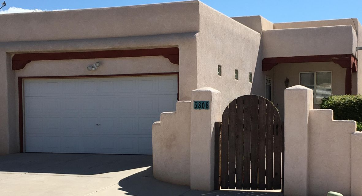 Great location!  3 Bedroom, 3 Bath Split Level Home with brand New Paint and Carpet throughout. Features Open Great Room with lots of Natural Light and a Two-Way Wood Burning Fireplace with Gas Lighter. Two Living Areas; one Upstairs and one Downstairs. Master Bedroom has Covered Balcony with Sliding Doors that Open to Great Mountain Views. Street level Access from Upper and Lower level. Private Courtyard that leads to Entrance.Welcome to Your New Home!