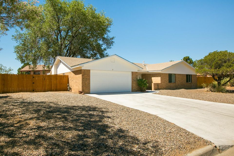 Large Lot Near Paradise Hills Golf Course, REFRIGERATED AIR, Newly Updated Granite Top Kitchen with Stainless Steel Appliances, Updated Master Bath and Guest Bathrooms, New carpet and paint throughout