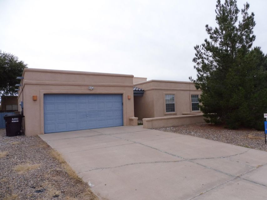 Nice 3 Bdr., 2 Bath home with in the Tierra Del Sol Golf Coarse community. This home has a nice open floor plan with high clerestory windows in living rm. area and master Bdr.. Cozy Kiva Fireplace,  Fresh paint throughout interior. Landscaped front and back,nice covered patio, raised garden beds, RV parking.