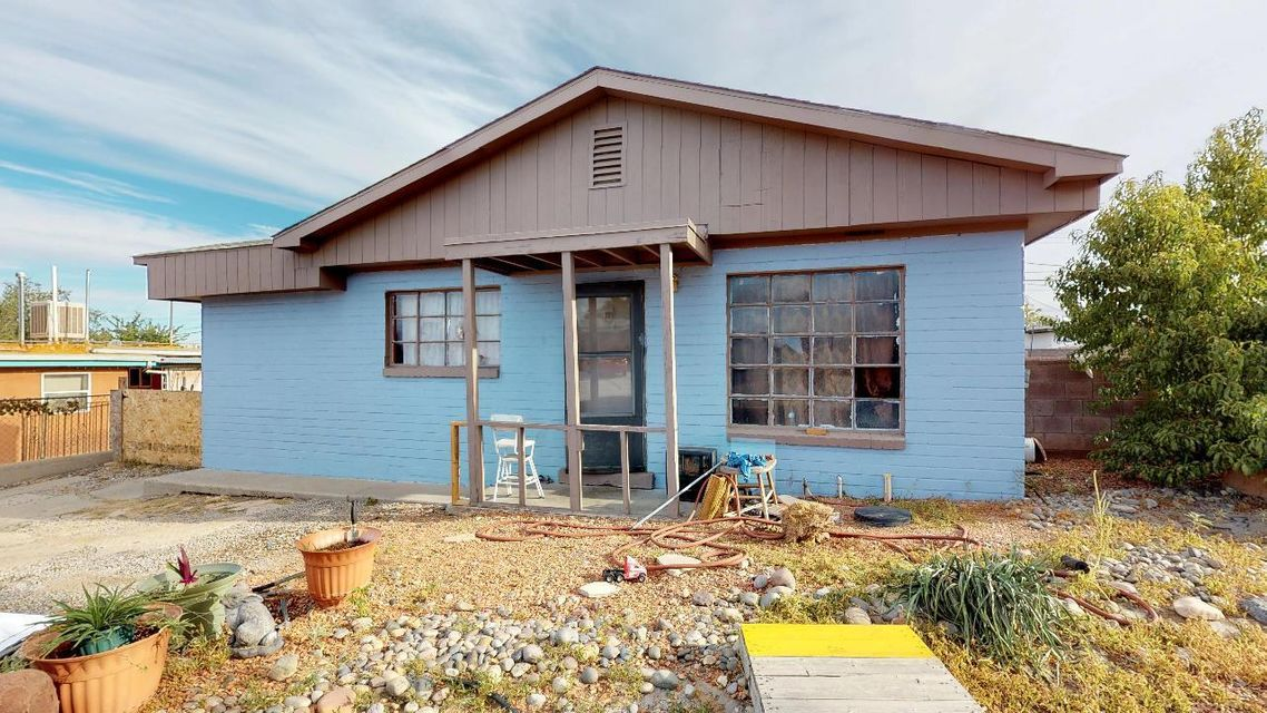Great opportunity to own a home in the UNM area! Close to golf course, KAFB, freeway, sporting facilites and much more! Needs some work but has great potential! Come see this one today before it is gone!