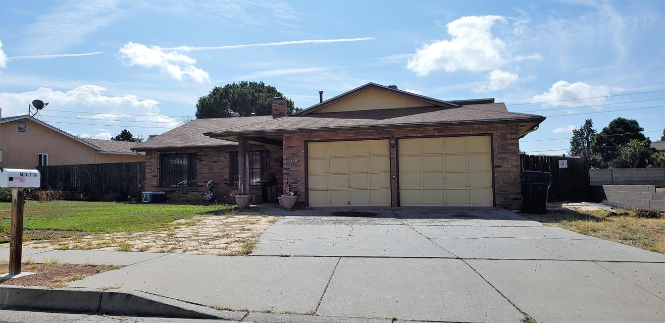 3 Bed/2 Bath Home with backyard access, and a huge yard. Great location and a great price. The home is in need of minor updating and will provide a blank slate for amazing results. OPEN HOUSE - 10-27-18 - 11AM to 2PM. All offers will be considered.
