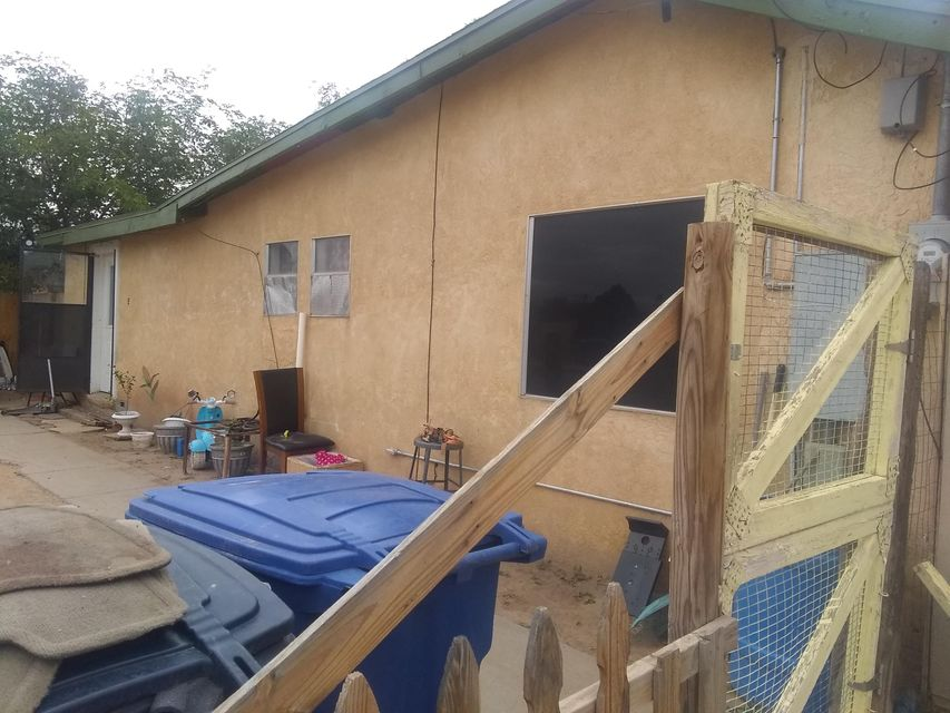 Great Investment home in the North Valley! Two properties on .2 of an Acre! 2 bed 2 bath plus a Casita 1 bed and 1 bath! Live in one rent the other! Handyman special! Come and See! Sold as is