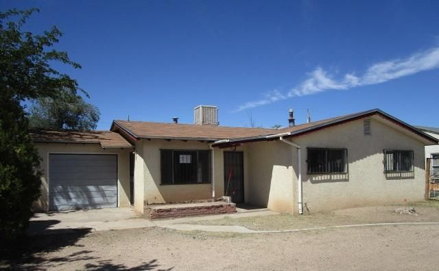 This property is presented by Sage Acquisitions. HUD has brought back the $100 down program! Owner Occupant buyers wanting to use the program must use FHA financing. All bidders acceptable. Offers reviewed daily by HUD. Property is IE (insurable with escrow) and is eligible for FHA financing w/$2000 repair escrow paid by buyer. Sold AS-IS w/all faults. No pre closing repairs or payments will be made for any reason. ''Insurability subject to buyer's new appraisal.'' For Utility Turn Ons: Approval must be granted in advance from HUDs field service manager. In cases where plumbing deficiencies exist approval for water turn on may be denied. Review PCR for utility turn on info. PCR is not to be relied upon in lieu of a home inspection.