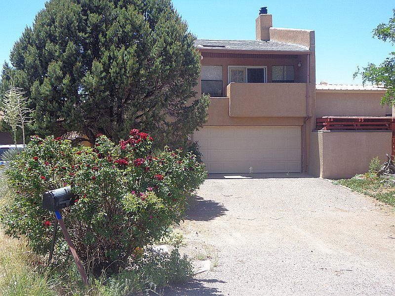 Open plan with both mountain and city views. Deck to the City, balcony to the Mountain. Private yard with covered patio adjacent to County Park. Lots of sunlight and good cross ventilation. Updates needed, but potential is very high.