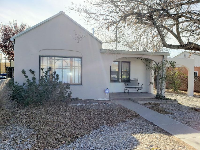Adorable Very Clean home Near UNM and within walking distance to Presbyterian Hospital and Lovelace Hospital. Easy Access to I-25. Large  and Private back yard with back yard access from the alley.  Two sheds, one shed has air conditioning with a loft and finished. Inside of the home has new paint and ready to move in!