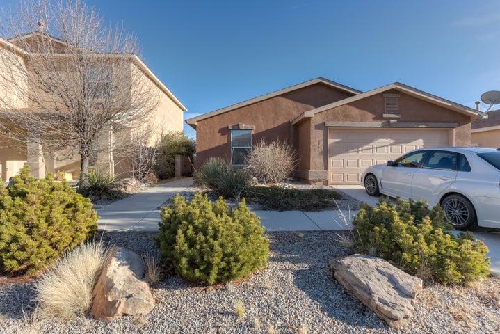 5704 Sandoval Drive NE, Rio Rancho, NM 87144