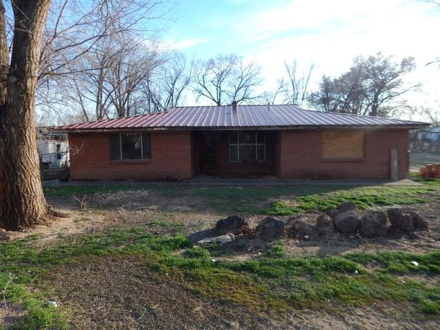 253 Gensen, Los Lunas, NM 87031