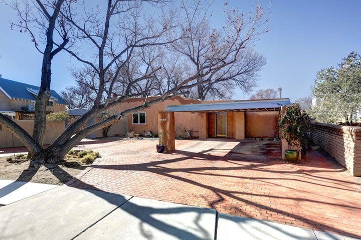 2808 Maximillian Road NW, Albuquerque, NM 87104