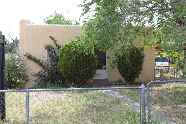 234 Vermont Street NE, Albuquerque, NM 87108