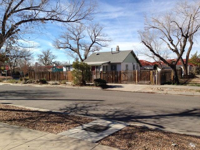 307 Mesa Street SE, Albuquerque, NM 87106