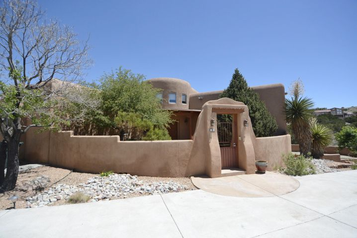 10 Cinco Circle, Placitas, NM 87043