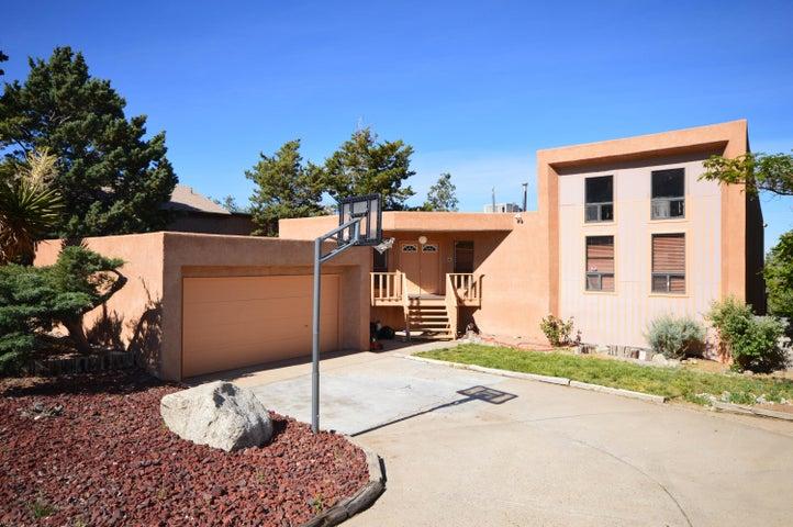 745 Parkside Drive NE, Albuquerque, NM 87123