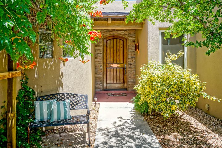 8805 CORONA Avenue NE, Albuquerque, NM 87122