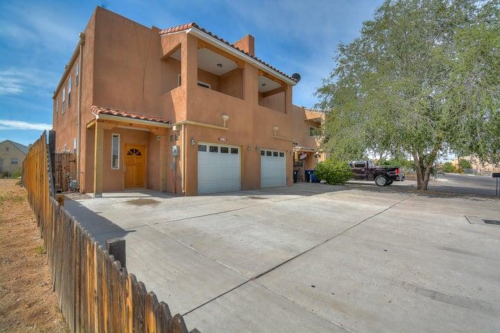 910 Bellamah Avenue NW, Albuquerque, NM 87104