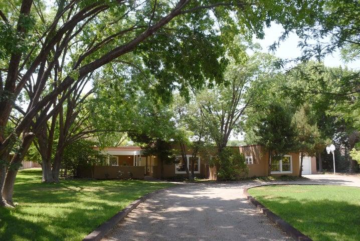 6404 Zapateco Street NW, Los Ranchos, NM 87107