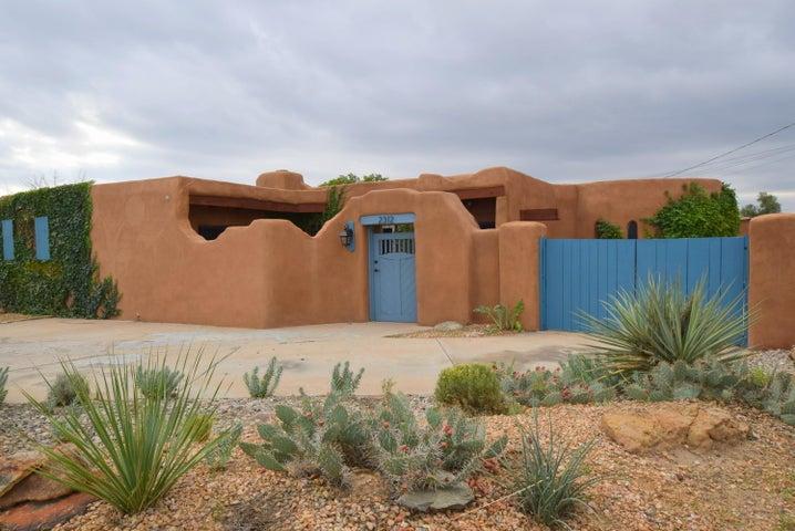2312 Artesanos Court NW, Albuquerque, NM 87107