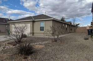 Located in the TIERRA DEL SOL subdivision. This home features an open floor plan with vaulted ceilings. Opportunity is knocking!
