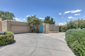 Well kept townhouse: A/C (Refrigerated), immaculate yards front and back. Close to everything: Golf, Shopping, Restaurants, and I-25. Located in a Culdesac. Come see this delight.