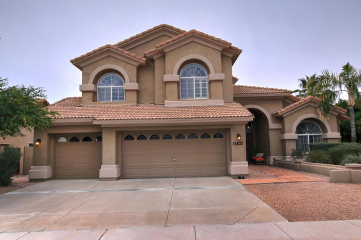Welcome to new your new home in the heart of Scottsdale.
