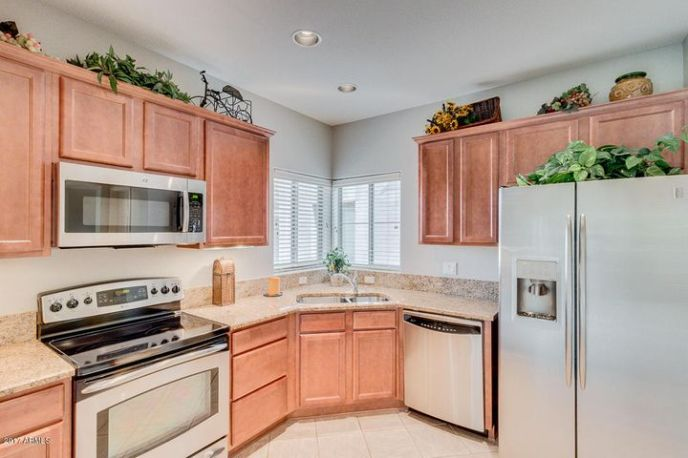 Upgraded Stainless Steel Appliances & Granite Countertops. New Microwave.