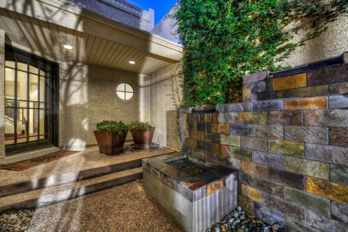 - Impressive - Private Entry Courtyard