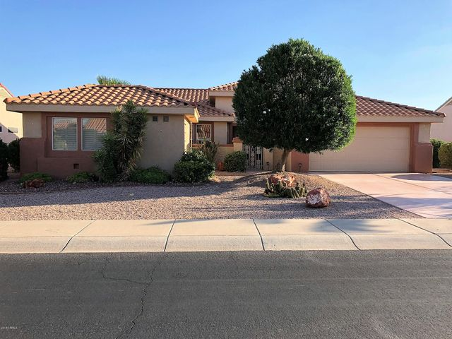 Desirable Prescott model with a casita featuring new kitchen cabinets, granite counter tops, plantation shutters & extended covered patio.