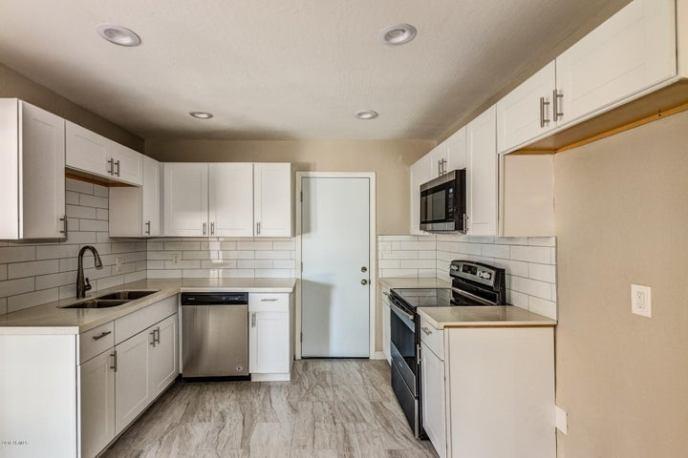 3808 W Charter Oak Road, Phoenix, AZ 85029