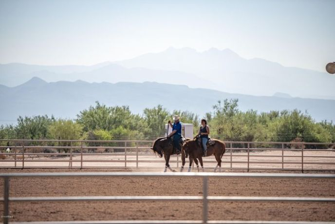 Capturing sweeping views of the Rio Verde Valley and the Four Peaks. The lighted outdoor arena 150' x 300' with a viewing area and a BBQ pit.
