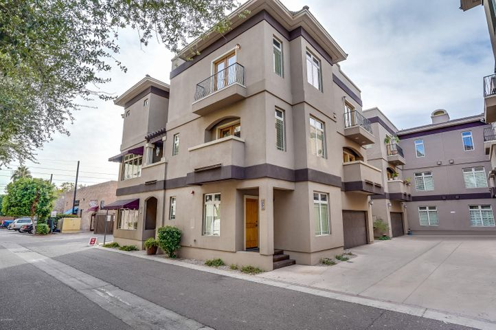 Live,Work,Play! This town home is in one of the most desirable downtown Phoenix neighborhoods