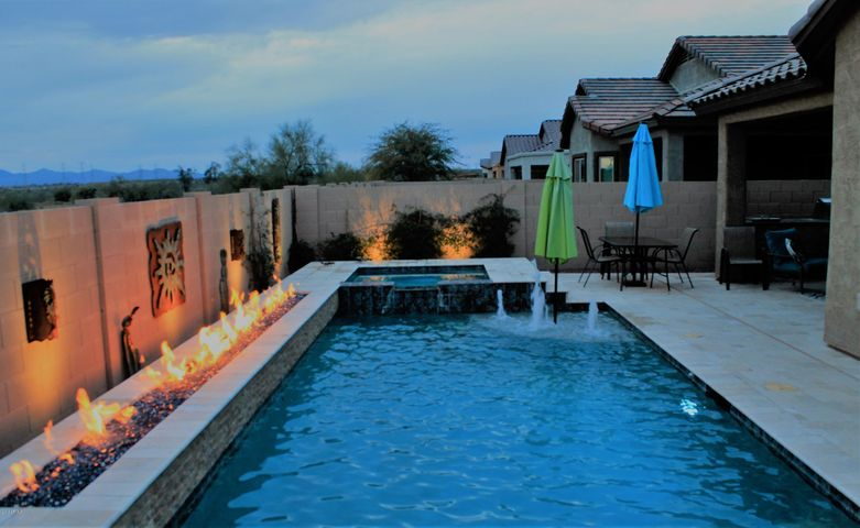 Spectacular Pool-Spa-Wall of Fire