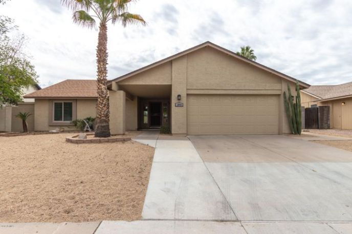 2065 W ROCKWELL Drive, Chandler, AZ 85224