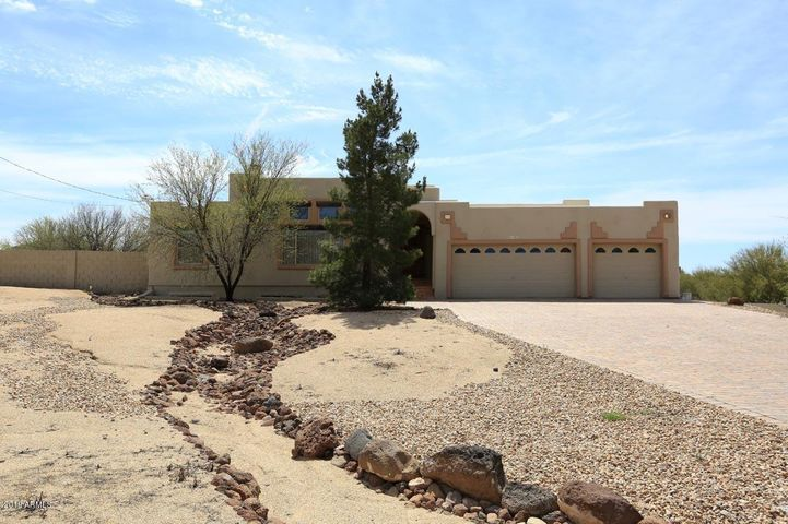 2047 E CIRCLE MOUNTAIN Road, New River, AZ 85087
