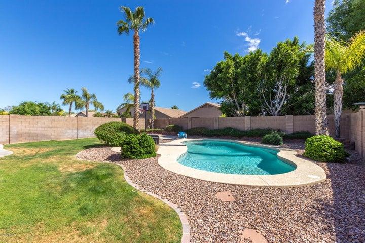 9033 W IRMA Lane, Peoria, AZ 85382