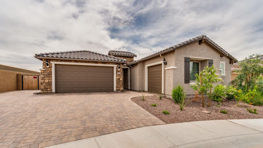 4121 W Copper Moon Way, New River, AZ 85087