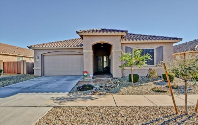 Gorgeous curb appeal!