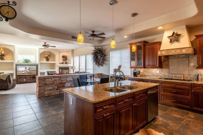 Immaculate kitchen with upgraded appliances