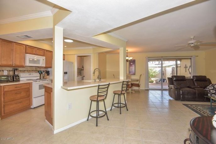 Welcome to spacious 19673 N Star Ridge Drive, your sun City West retreat.