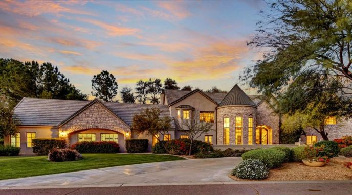 Gorgeous Curb Appeal.