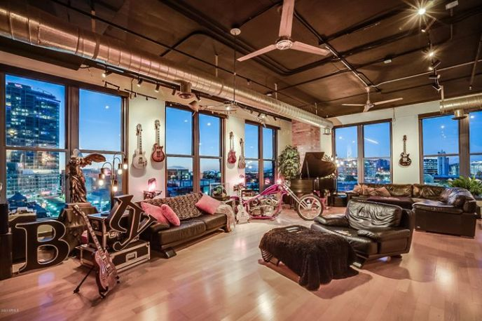 Large Living Room with Unparalleled Views
