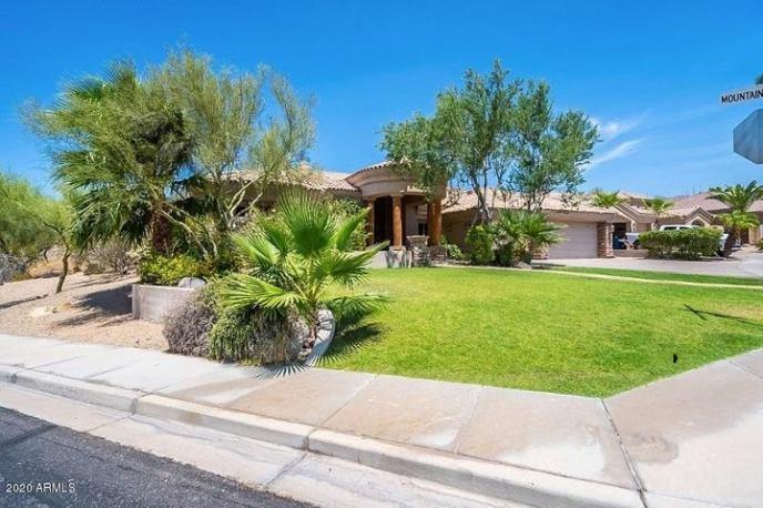 108 E AMBERWOOD Drive, Phoenix, AZ 85048