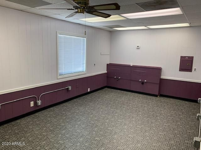 Set up from a previous hair salon, this space is perfect for business or salon use