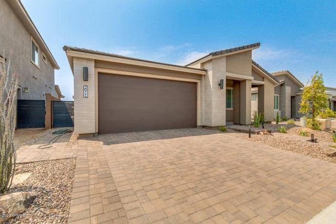 2911 E TINA Drive, Phoenix, AZ 85050