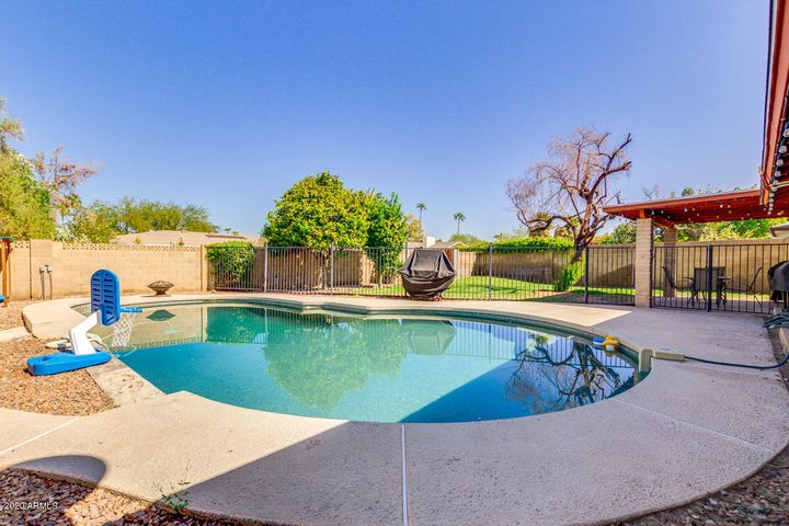Large back yard in the Tempe area...Great for entertaining friends and family!
